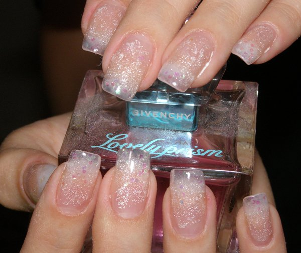 Прозрачный френч на ногтях
