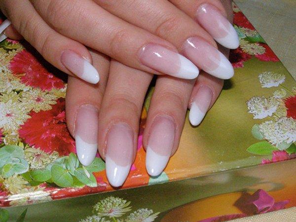 Ногти приобретают синеватую окраску