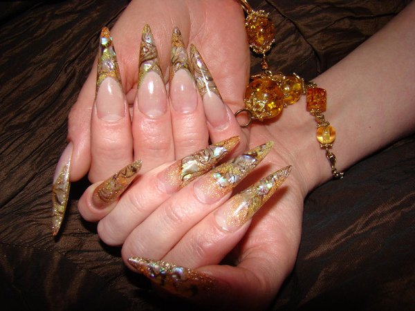 Дизайн ногтей синим цветом